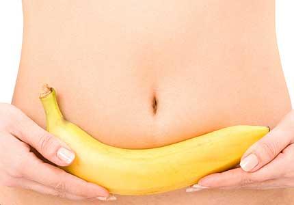 Un cleric musulman interzice femeilor sa atinga bananele si castravetii